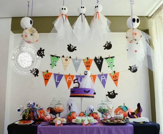 Mesversário decoração Halloween com fantasminhas de tecido