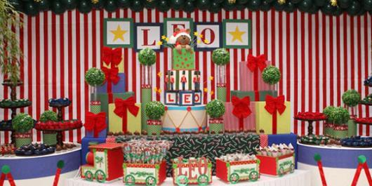 Mesversário decoração Natal com pinel vermelho e branco