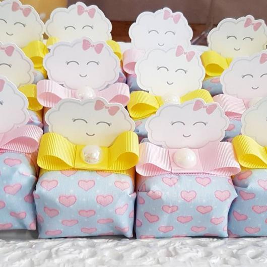 Mesversário lembrancinha tema nuvem caixinha de doces
