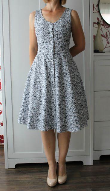 Vestido simples estampado curto.