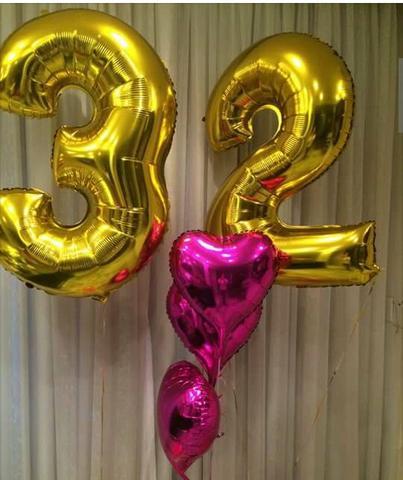 Balões Metalizados dourados com números 3 e 2