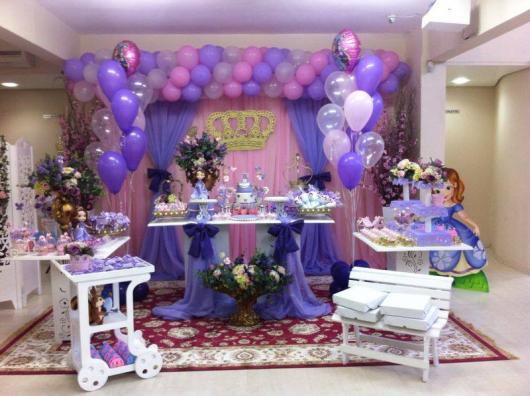 Balões Metalizados em decoração de festa com tema Princesa Sofia