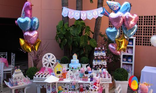 Balões Metalizados em decoração de festa com tema Pepa Pig