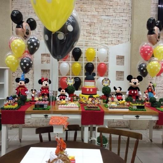 Balões Metalizados em decoração de festa com tema Mickey