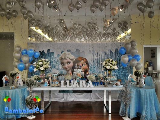 Balões Metalizados em decoração de festa com tema Frozen