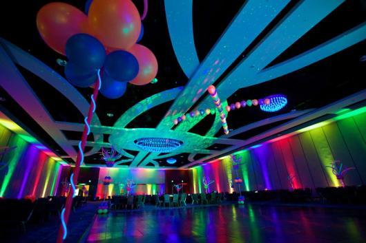 festa de formatura com balão neon