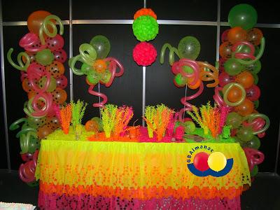linda festa com balão neon
