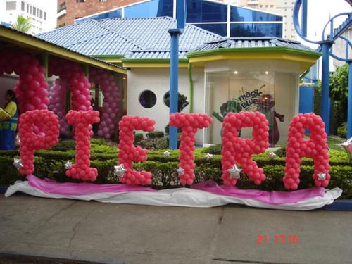 Balões de Festa rosas formando nome
