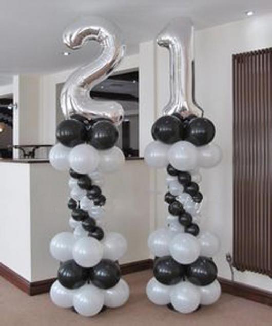 Balões de Festa com formato de número em escultura de bexigas