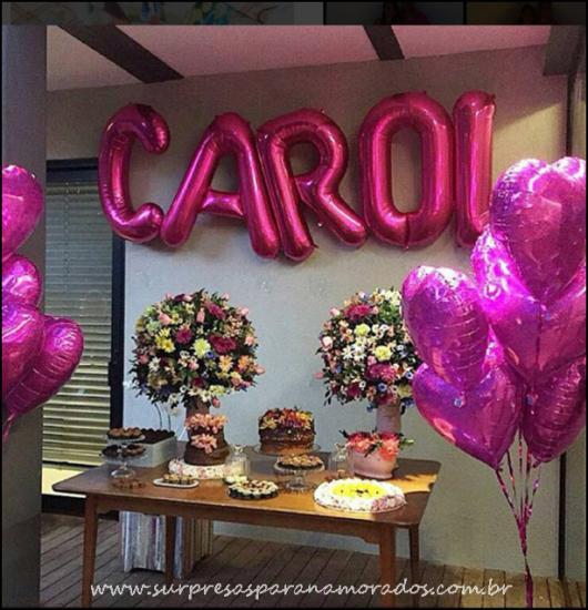 Balões de Festa com formato de letra em decoração feminina