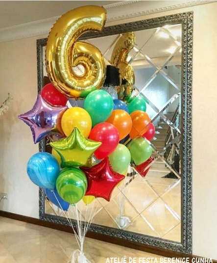 balão de número dourado
