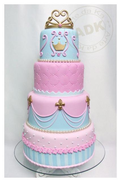 Bolo da Cinderela azul e rosa com 4 andares