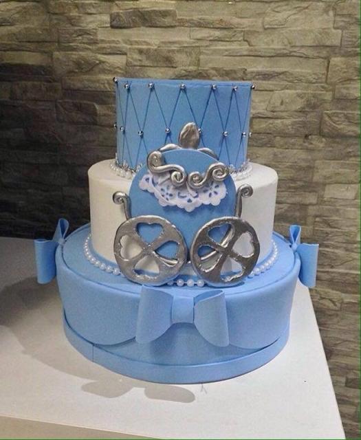 Bolo da Cinderela fake azul com carruagem