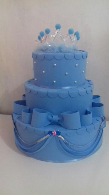 Bolo da Cinderela fake azul com laço