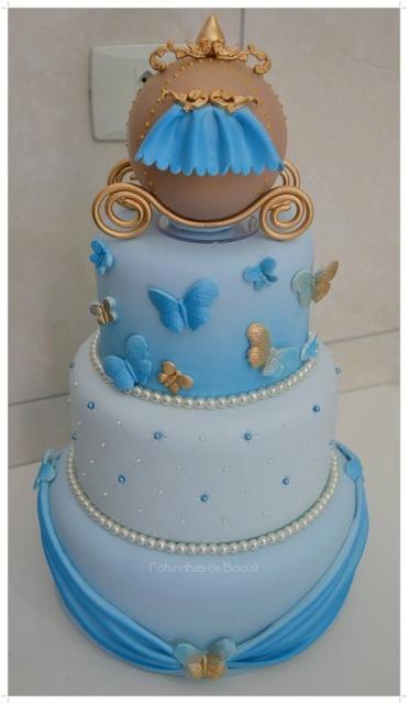 Bolo da Cinderela fake azul e dourado