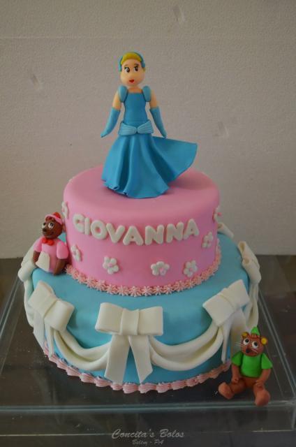 Bolo da Cinderela com 2 andares azul e rosa