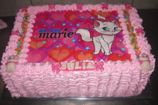 Bolo da Gatinha Marie com papel de arroz rosa e roxo