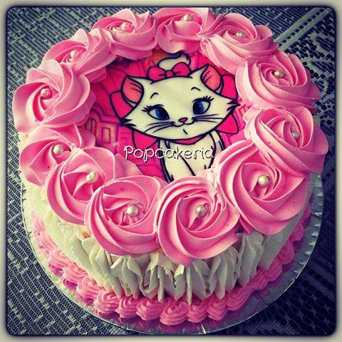 Bolo da Gatinha Marie com papel de arroz e glacê rosa