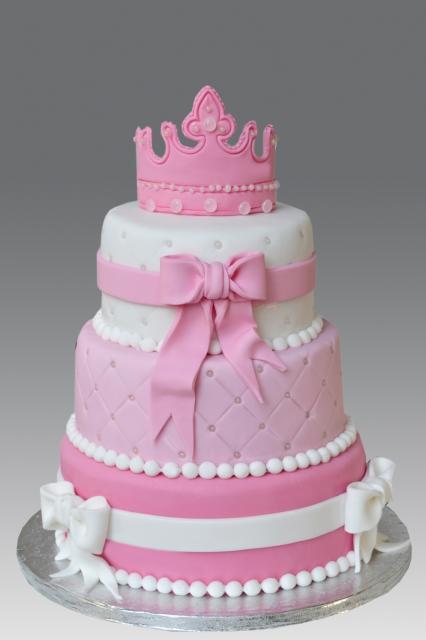 Bolo de Aniversário Infantil das Princesas rosa e branco