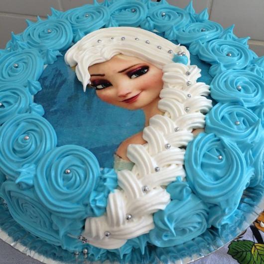 Bolo de Aniversário Infantil da Frozen com chantilly azul
