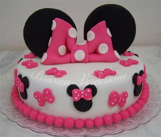 Bolo de Aniversário Infantil da Minnie rosa e branco