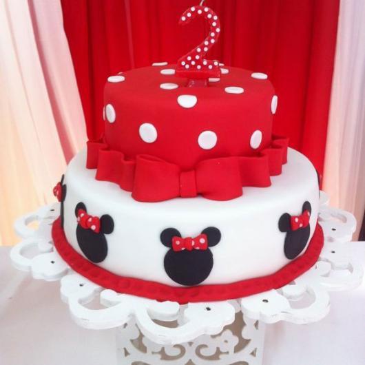 Bolo de Aniversário Infantil da Minnie branco e vermelho