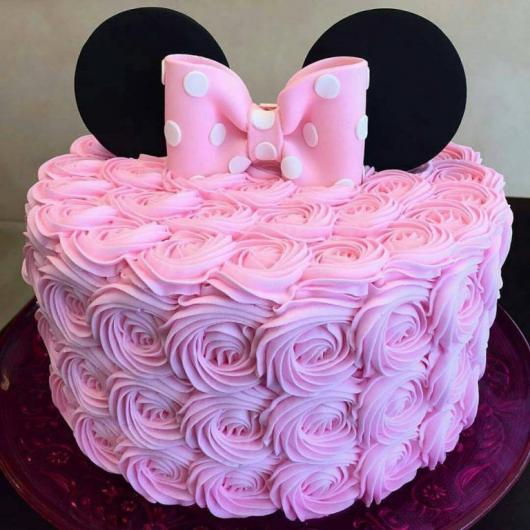 Bolo de Aniversário Infantil da Minnie rosa com chantilly