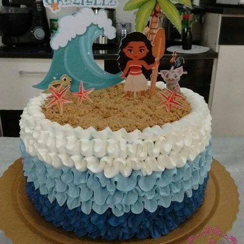 Bolo de Aniversário Infantil Moana decorado com degradê de chantilly