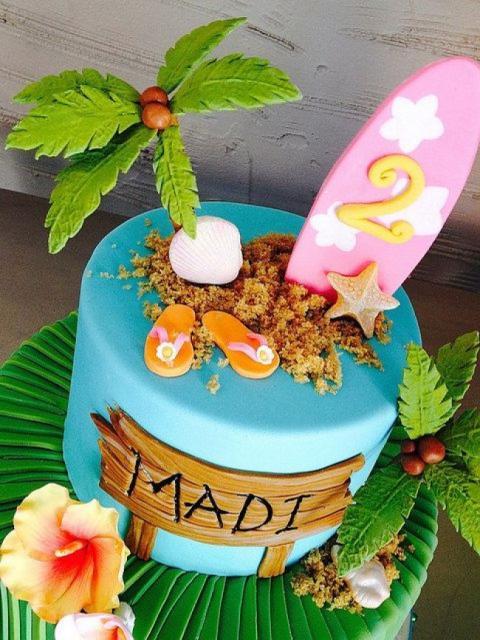 Bolo de Aniversário Infantil Moana decorado com pasta americana