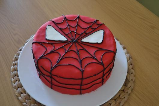 Bolo de Aniversário Infantil Homem-Aranha com pasta americana vermelha