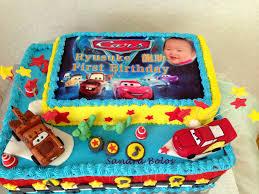 Bolo de Aniversário Infantil Carros com chantilly azul e amarelo