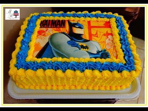 Bolo de Aniversário Infantil Batman com chantilly amarelo e azul