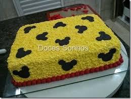 Bolo de Aniversário Infantil Mickey com chantilly amarelo