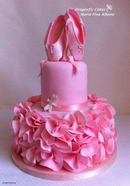 Bolo de Aniversário Infantil Bailarina com babado rosa