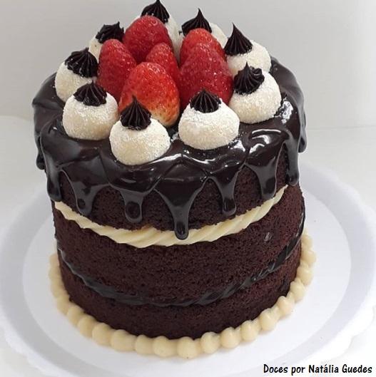 naked cake com morango