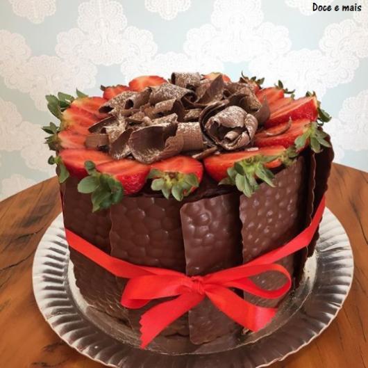bolo com morangos