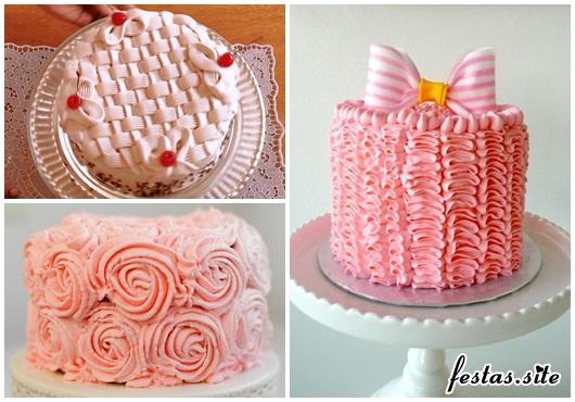 Bolo de Aniversário Simples decorado com chantilly rosa