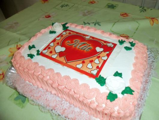 Bolo Dia das Mães decorado com papel de arroz com coração