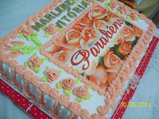 Bolo Dia das Mães decorado com papel de arroz com flores