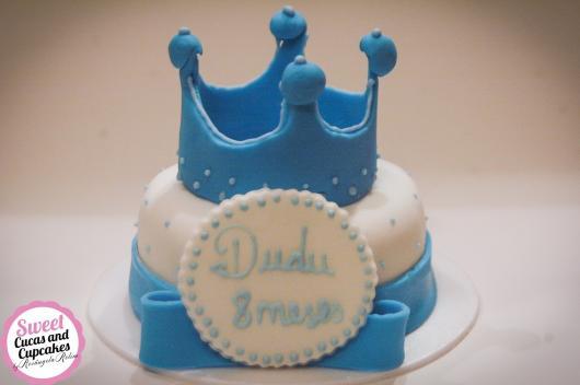 Bolo Mesversário Príncipe com pasta americana branca e azul