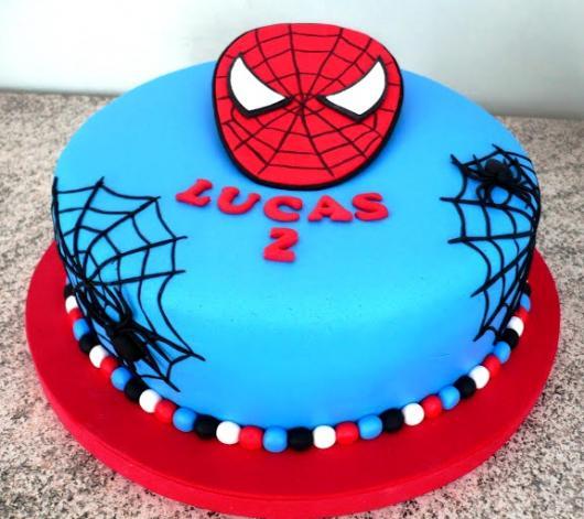 Bolo Mesversário Homem-Aranha com rosto do personagem no topo