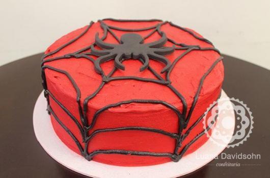 Bolo Mesversário Homem-Aranha com chantilly vermelho