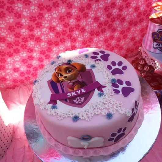 Bolo Patrulha Canina rosa decorado com pasta americana