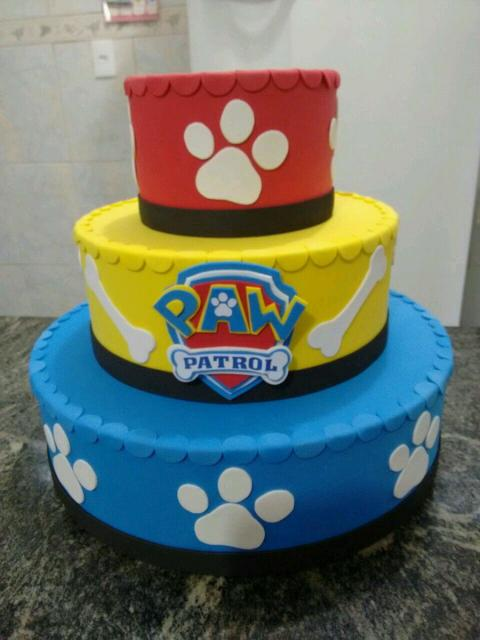 Bolo Patrulha Canina fake vermelho, amarelo e azul