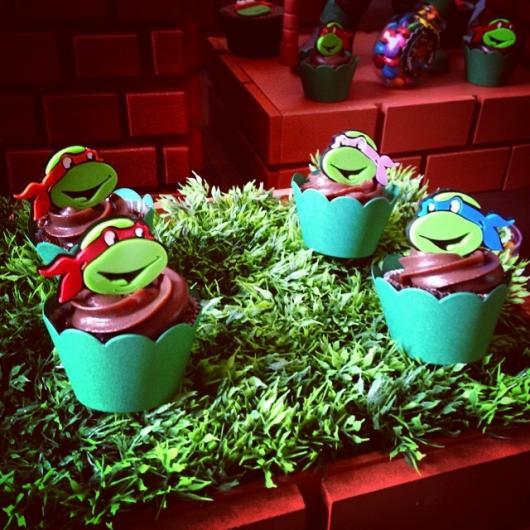 Cupcake de Tartarugas Ninja com cobertura de chocolate