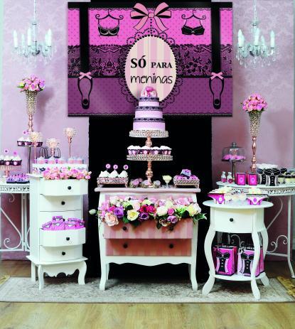 Chá de Lingerie decoração com painel rosa e preto