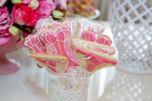 Chá de Lingerie decoração da mesa com biscoitos personalizados