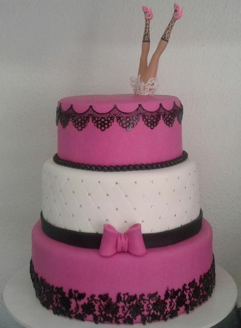 Chá de Lingerie bolo rosa, preto e branco com lacinho