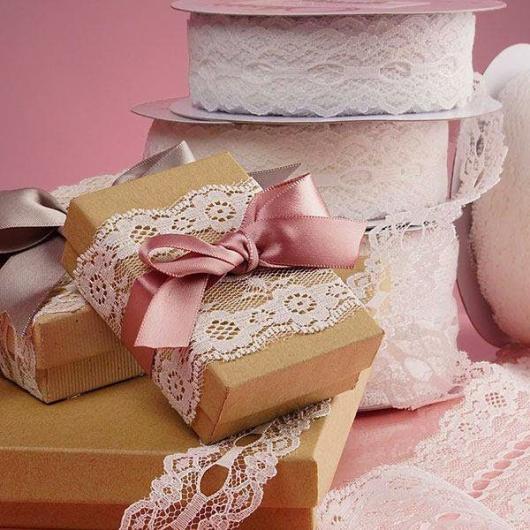 Como Embrulhar Presente com papel craft e renda
