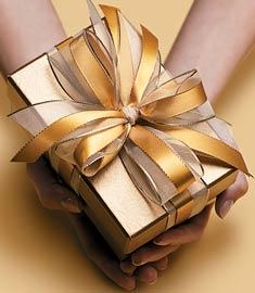 Como Embrulhar Presente com embrulho dourado